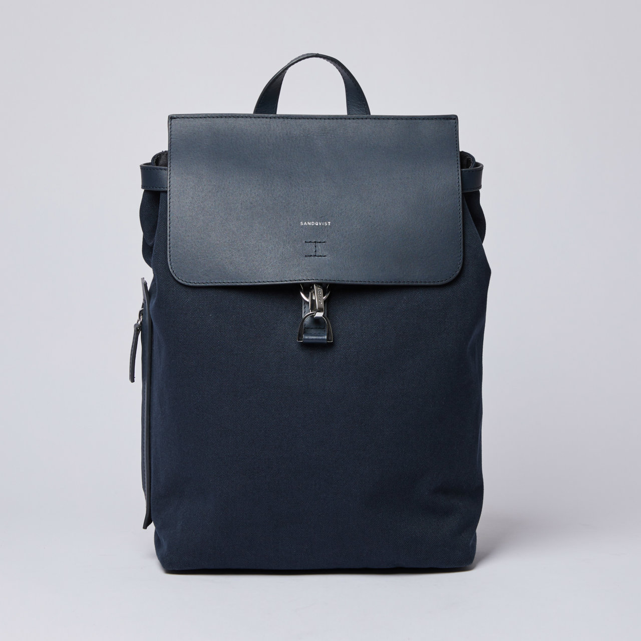 SANDQVIST ALVA W/DOG HOOK ネイビー(Navy with Navy Leather)