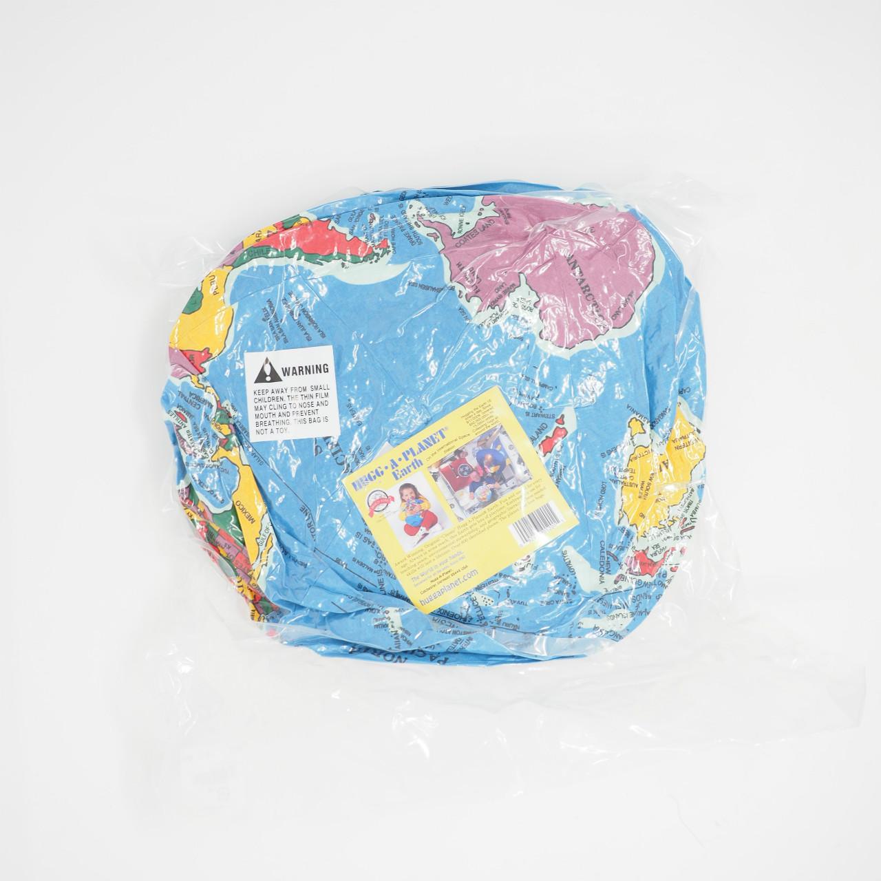 サムネイル:地球儀クッション PAPERSKY
