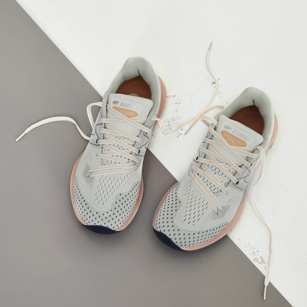 WOMEN'S SYNCHRON 2020 GLACIER GREY / DUSTY CORAL(KARHU カルフ ランニングシューズ)